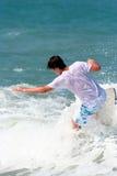 Persona que practica surf 3 Imagen de archivo