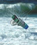 Persona que practica surf 4 de la cometa foto de archivo