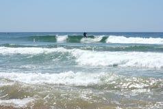 Persona que practica surf australiana Fotos de archivo