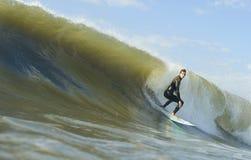 Persona que practica surf brasileña Foto de archivo