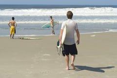 Persona que practica surf brasileña Imagenes de archivo