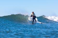 Persona que practica surf Bud Freitas Surfing en California foto de archivo libre de regalías