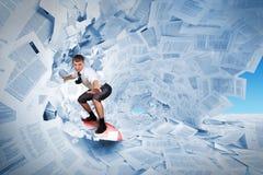 Persona que practica surf confidente Fotografía de archivo