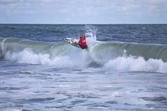 Persona que practica surf de Belmar Imágenes de archivo libres de regalías