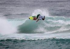Persona que practica surf de gran alcance Imagen de archivo