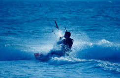 Persona que practica surf de la cometa fotografía de archivo libre de regalías