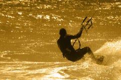 Persona que practica surf de la cometa fotos de archivo