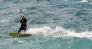 Persona que practica surf de la cometa Imagen de archivo libre de regalías