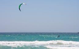 Persona que practica surf de la cometa del deportista Fotografía de archivo