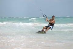 Persona que practica surf de la cometa en el Caribe Fotos de archivo libres de regalías