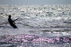 Persona que practica surf de la cometa que practica surf en el Mar del Norte en Netherland Fotos de archivo libres de regalías