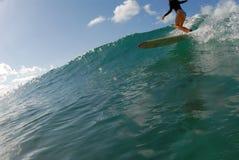 Persona que practica surf de la muchacha Fotos de archivo libres de regalías