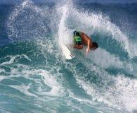 Persona que practica surf de la parte trasera Imagen de archivo libre de regalías