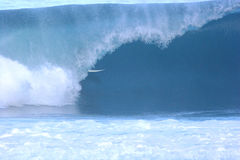 Persona que practica surf de la tubería Imágenes de archivo libres de regalías