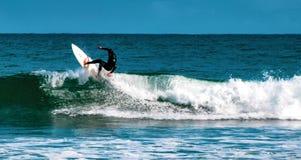 Persona que practica surf de Venice Beach foto de archivo