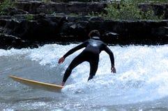 Persona que practica surf del río de serpiente Foto de archivo libre de regalías