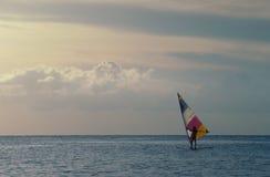 Persona que practica surf del viento Fotografía de archivo libre de regalías