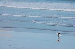 Persona que practica surf del viento, Cornualles Foto de archivo libre de regalías