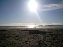 Persona que practica surf del viento en la bahía de $cox fotos de archivo libres de regalías