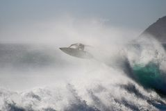 Persona que practica surf del vuelo Fotografía de archivo