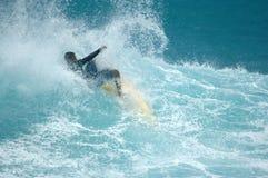 Persona que practica surf del Wipeout fotografía de archivo libre de regalías