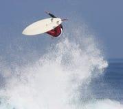 Persona que practica surf en el aire Foto de archivo libre de regalías