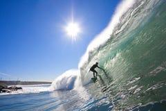 Persona que practica surf en el tubo Foto de archivo