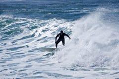 Persona que practica surf en la acción Imagen de archivo libre de regalías