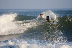Persona que practica surf en la muestra favorable Francia Imágenes de archivo libres de regalías