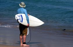 Persona que practica surf en la playa del bondi Fotos de archivo libres de regalías