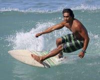 Persona que practica surf hawaiana Foto de archivo