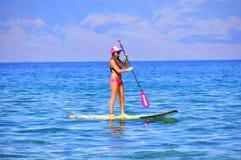 Persona que practica surf, Kaanapali, Maui, Hawaii Fotos de archivo libres de regalías