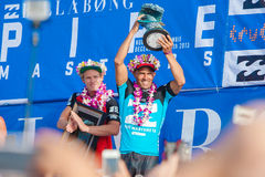 Persona que practica surf Kelly Slater del ganador en la tubería en Hawaii Imagen de archivo libre de regalías