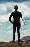 Persona que practica surf lista para saltar adentro foto de archivo