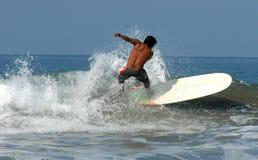 Persona que practica surf - México Imagen de archivo