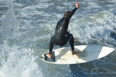 Persona que practica surf pacífica Imagen de archivo
