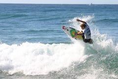 Persona que practica surf profesional fotos de archivo libres de regalías