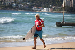 Persona que practica surf profesional - Andrian Buchan Foto de archivo libre de regalías