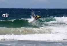 Persona que practica surf profesional - de hombres abierto de Austalian Imagen de archivo libre de regalías