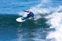 Persona que practica surf profesional Richie Schmidt Surfing California fotos de archivo libres de regalías