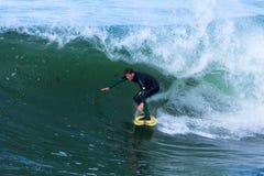 Persona que practica surf profesional Shawn Barron Surfing California imagen de archivo libre de regalías