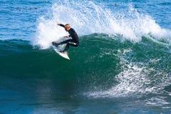 Persona que practica surf profesional Willie Eagleton Surfing California Foto de archivo
