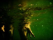 Persona que se coloca en el agua Imágenes de archivo libres de regalías