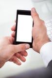 Persona que sostiene el teléfono móvil foto de archivo libre de regalías