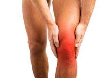 Persona que tiene un dolor de la rodilla Foto de archivo