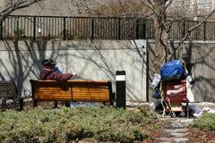 Persona senza casa in sosta Fotografia Stock Libera da Diritti