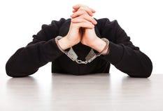 Persona senza testa in manette Fotografia Stock