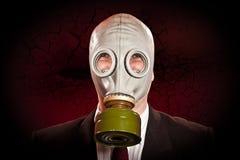 Persona in una maschera antigas Fotografie Stock Libere da Diritti