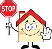 Personagem de banda desenhada da casa que guarda um sinal da parada Fotos de Stock Royalty Free