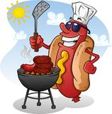 Personagem de banda desenhada do cachorro quente com óculos de sol que grelha em Sunny Summer Day Imagens de Stock Royalty Free